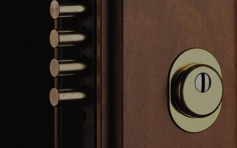 Apertura porte blindate senza scasso milano - Cambiare serratura porta ...